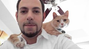 points-on-pets-jason-edinger-with-his-cat-lilly